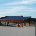 Fotovoltaico 3,70 kW Alessano (LE) su pensilina in legno con panelli italiani EL. Ita.  ed inverter Delta Solivia  3- Vista dall'alto impianto con pannelli italiani EL-Ital
